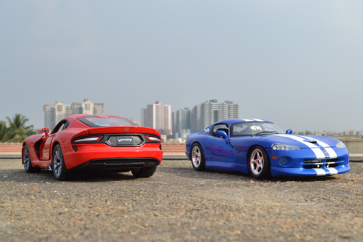 Dodge Vipers enjoying Indian Summer