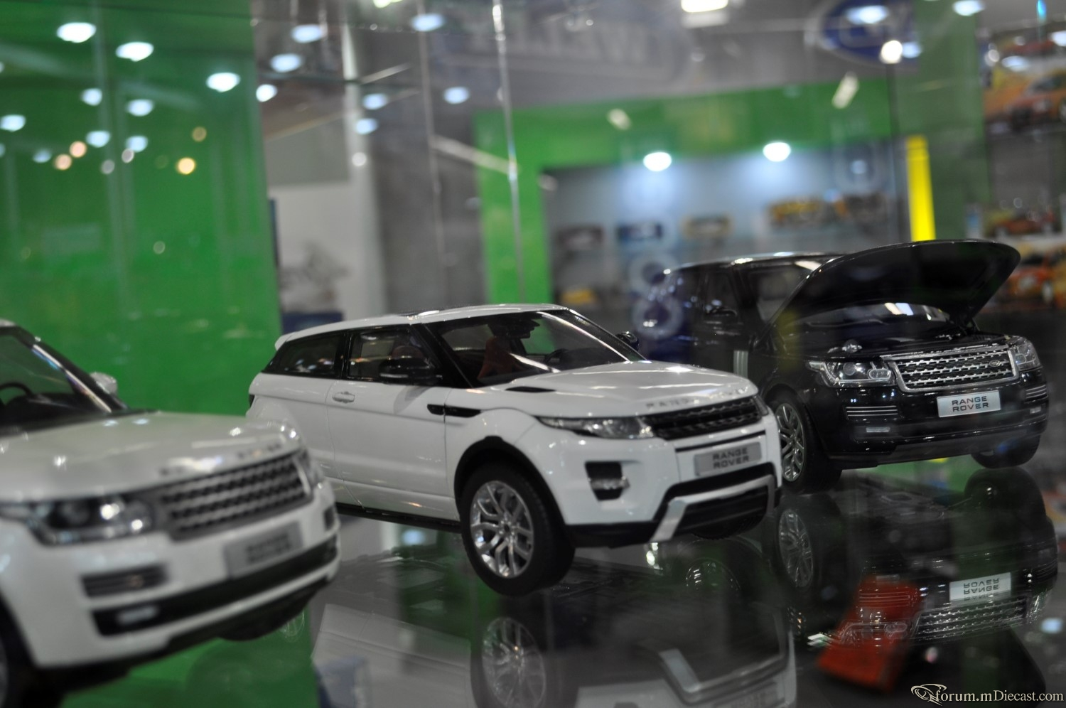 Welly Showcases New Range Rover In Nuremberg Toy Fair 2014