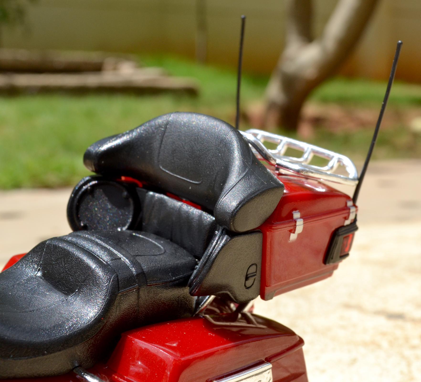 harley davidson electra glide flhtk ultra rear limited antena speaker box chrome maisto saddle radio xdiecast bags extra tour