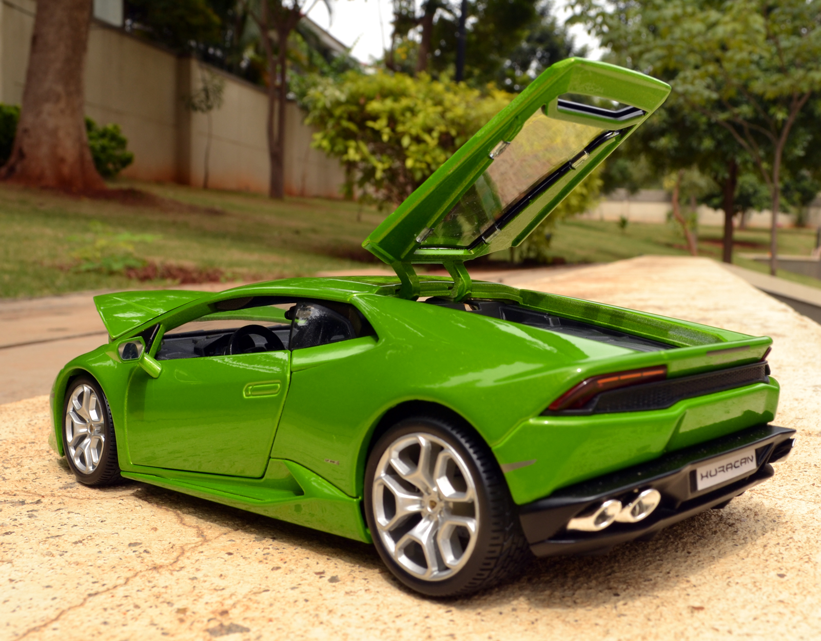 Bburago Lamborghini Huracan Lp610 4 Diecast Car Review