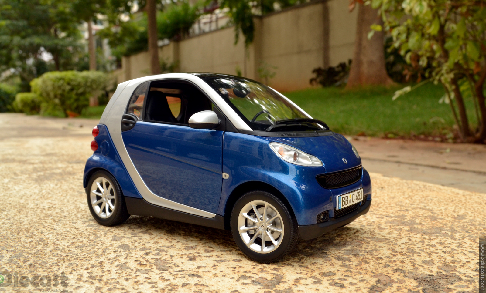 minichamps 2007 smart fortwo coupe diecast car review. Black Bedroom Furniture Sets. Home Design Ideas