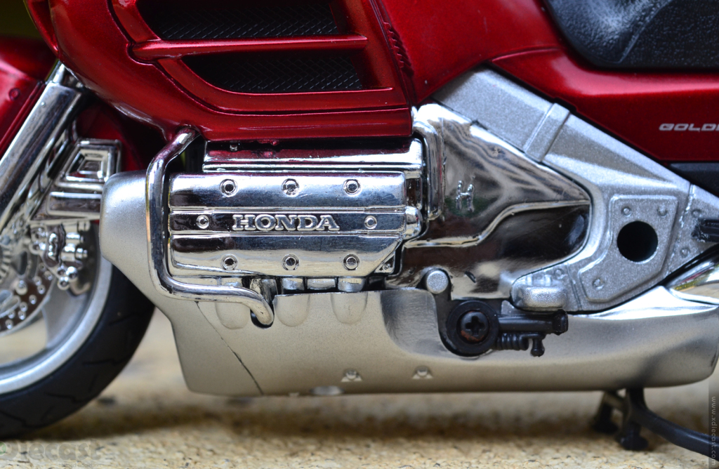 1:12 NewRay Honda Gold Wing 2010 - Engine