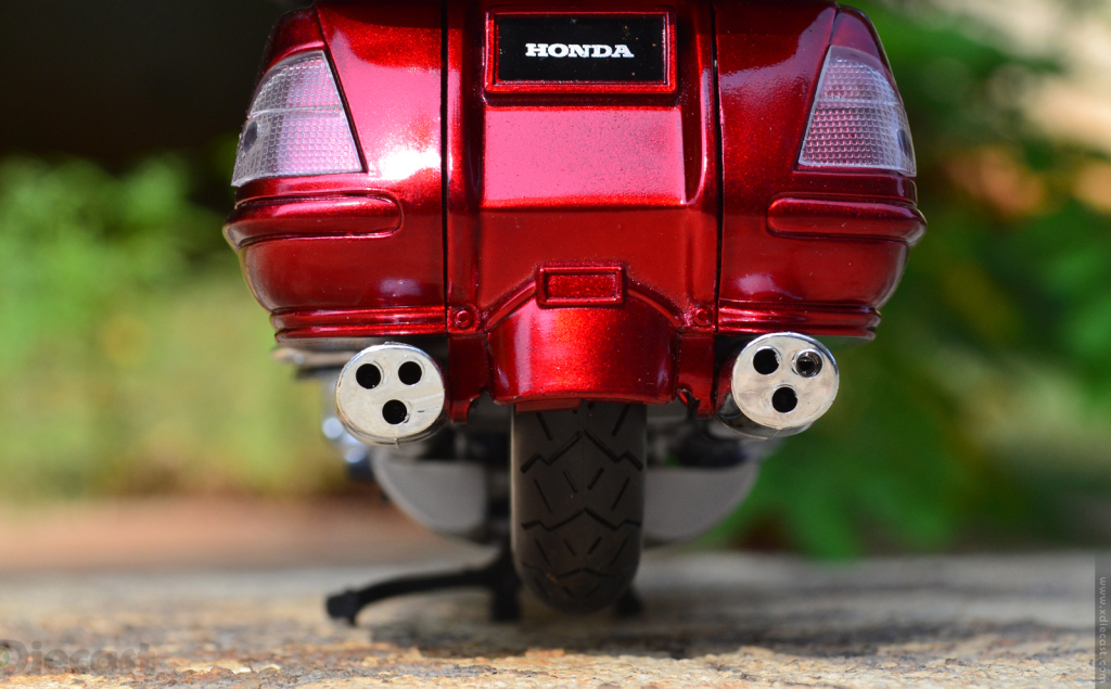 1:12 NewRay Honda Gold Wing 2010 - Exhaust Tips
