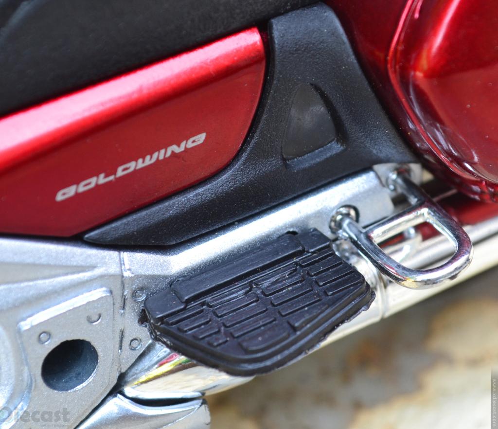 1:12 NewRay Honda Gold Wing 2010 - Footrest
