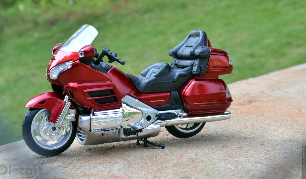 1:12 NewRay Honda Gold Wing 2010 - 3/4 Left Side