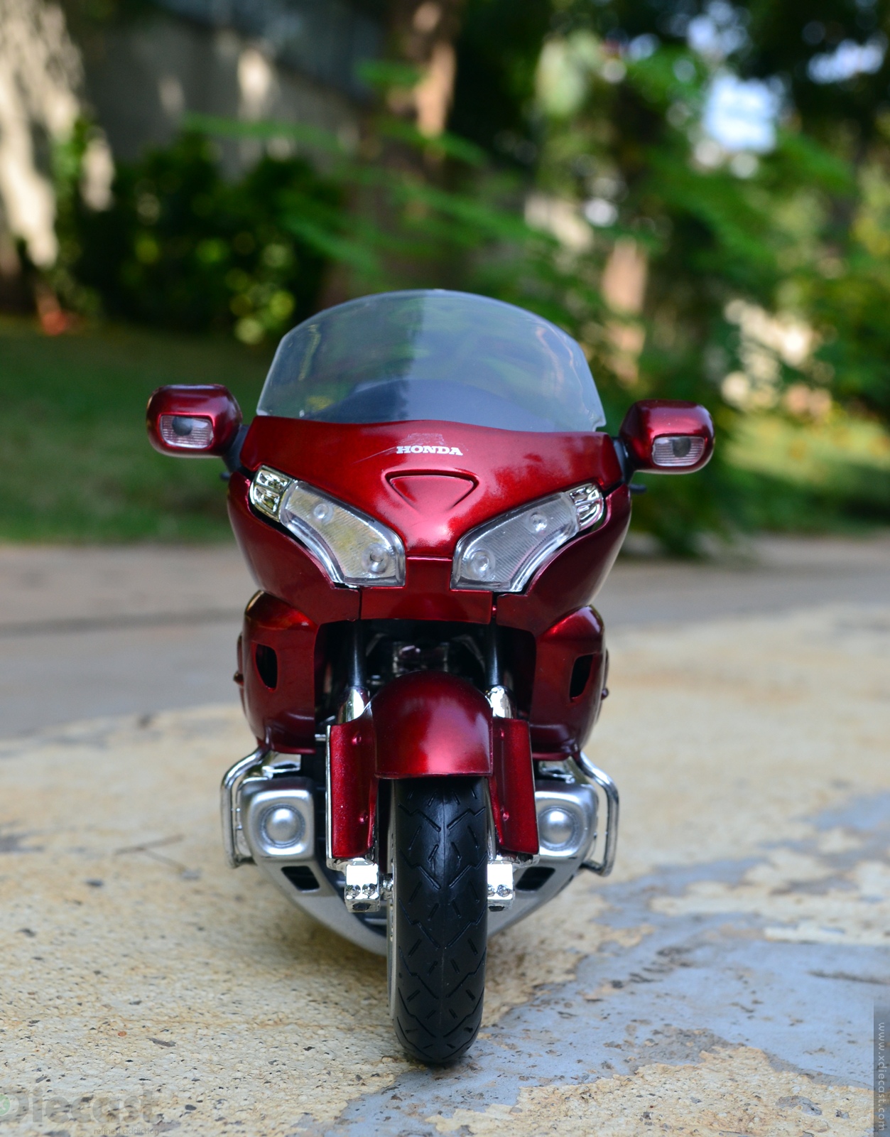 1:12 NewRay Honda Gold Wing 2010 - Front View