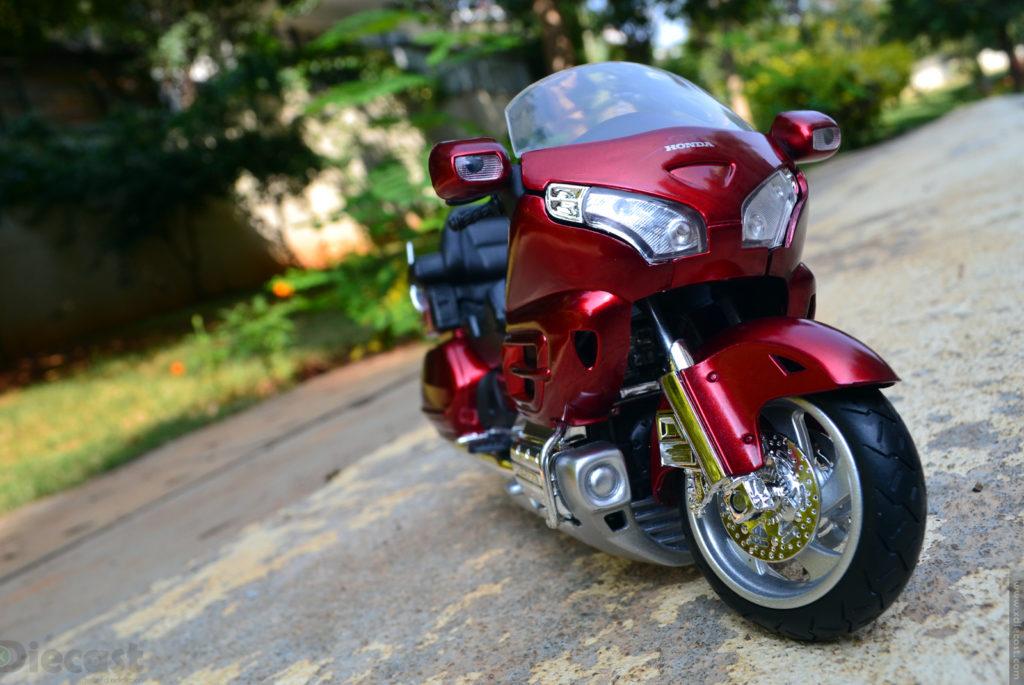 NewRay Honda Gold Wing 2010 – Diecast Motorcycle Review