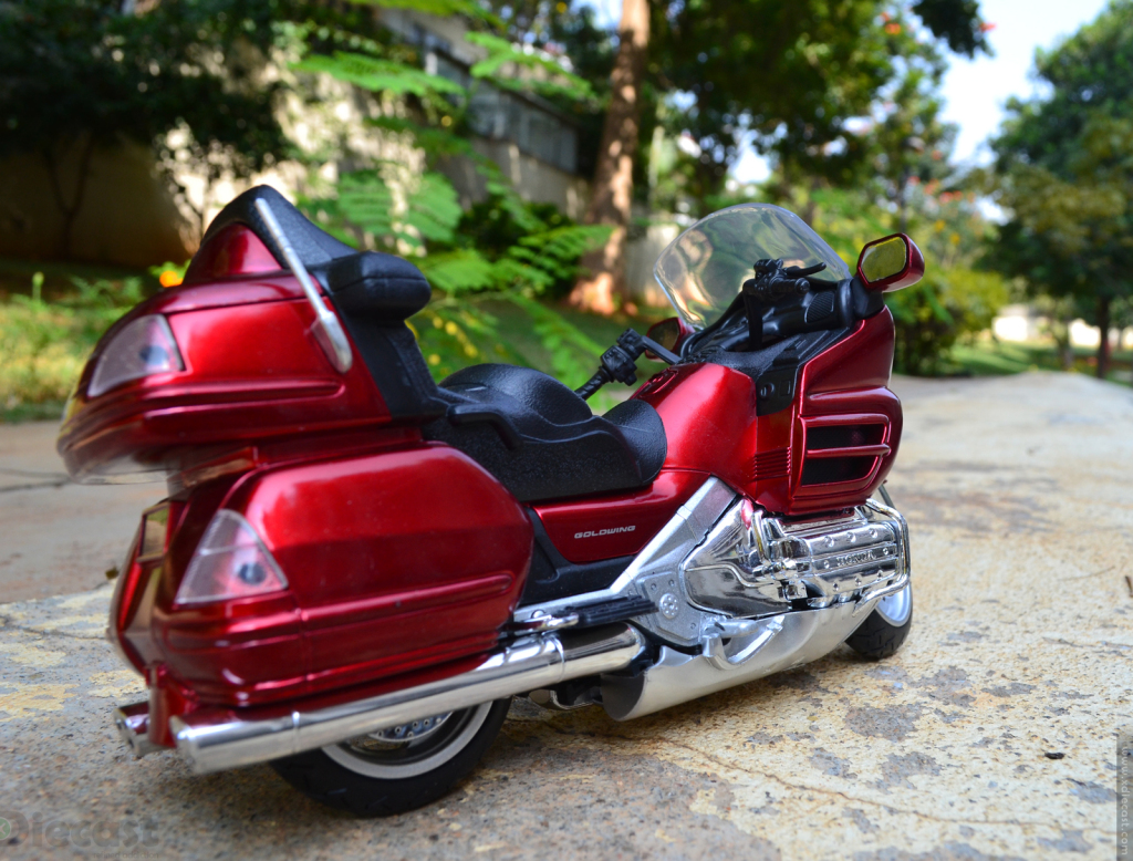 1:12 NewRay Honda Gold Wing 2010 - Rear View
