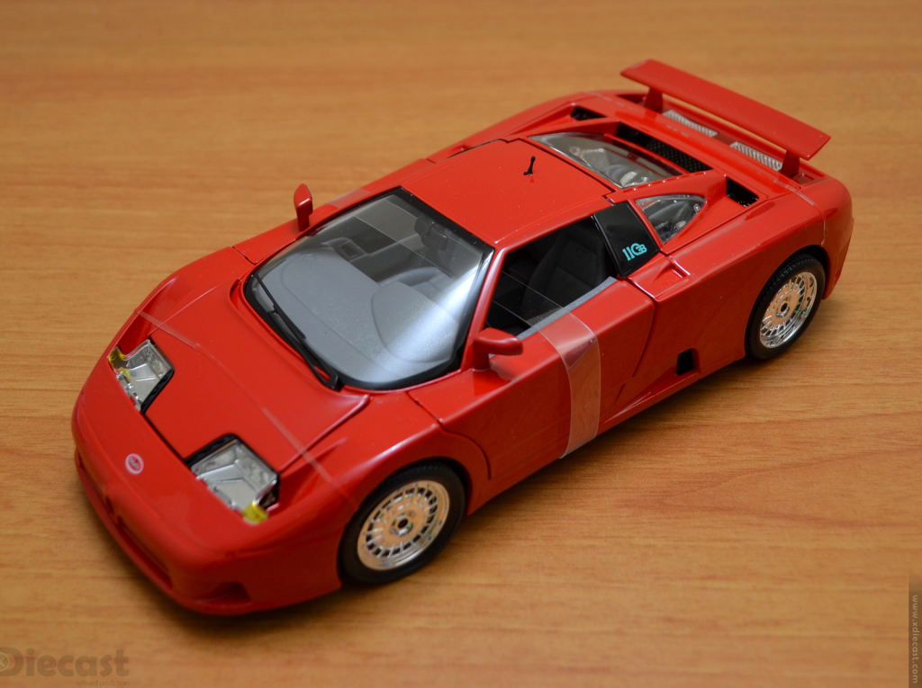 Bburago 1:18 Bugatti  EB110 - Out of the Box