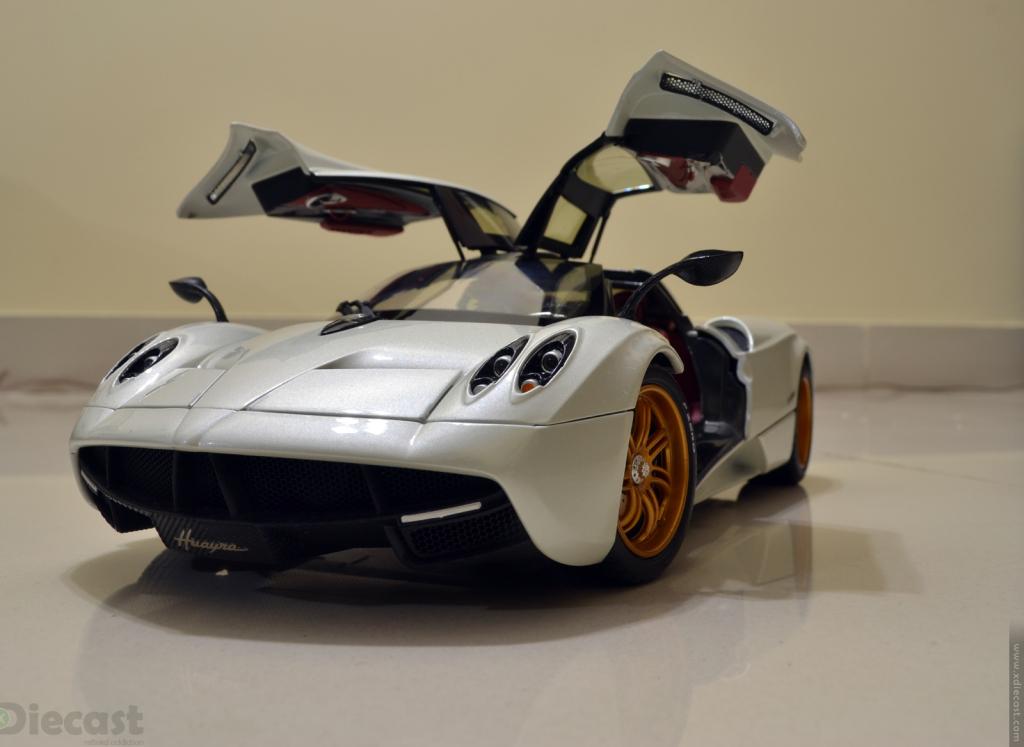 GT Autos 1:18 Pagani Huayra - Doors