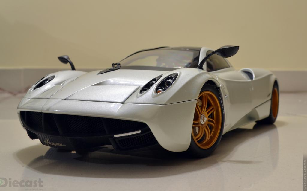 GT Autos 1:18 Pagani Huayra