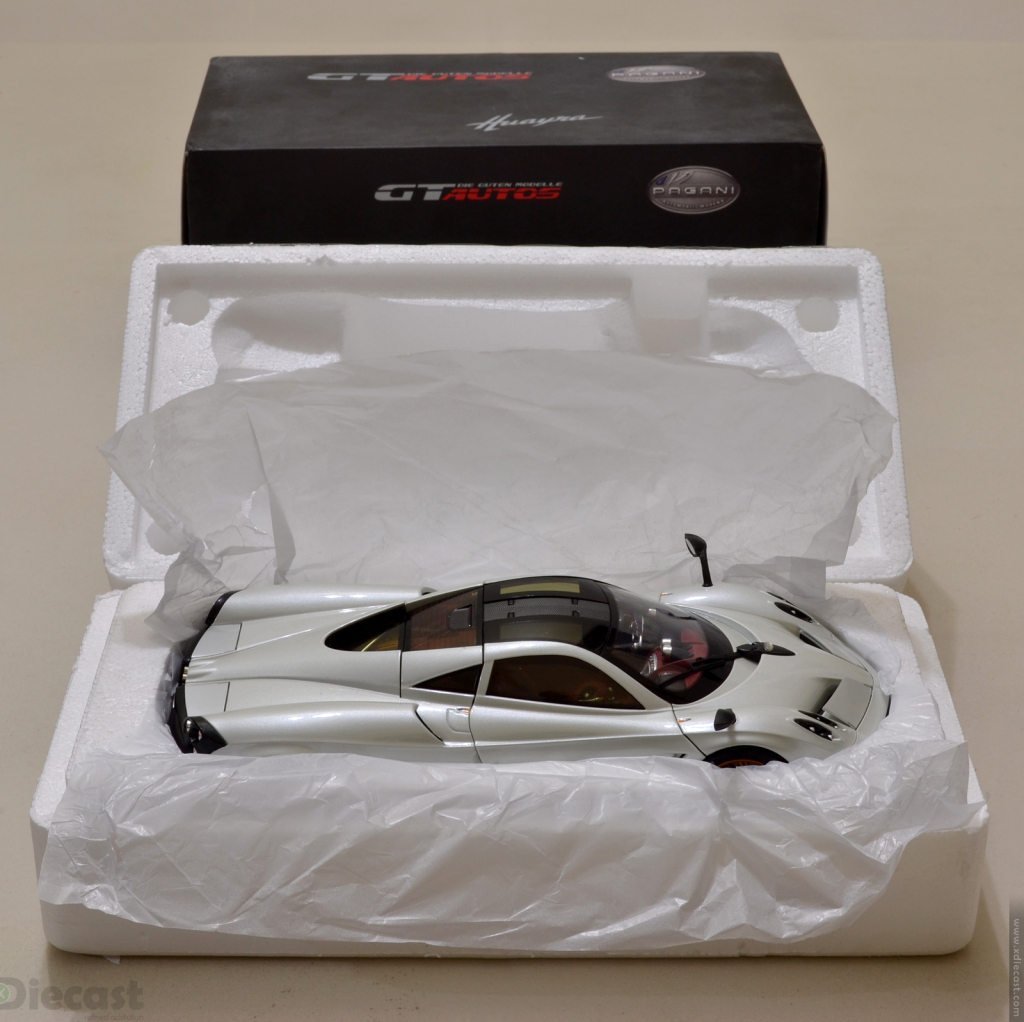 GT Autos 1:18 Pagani Huayra - Unboxed