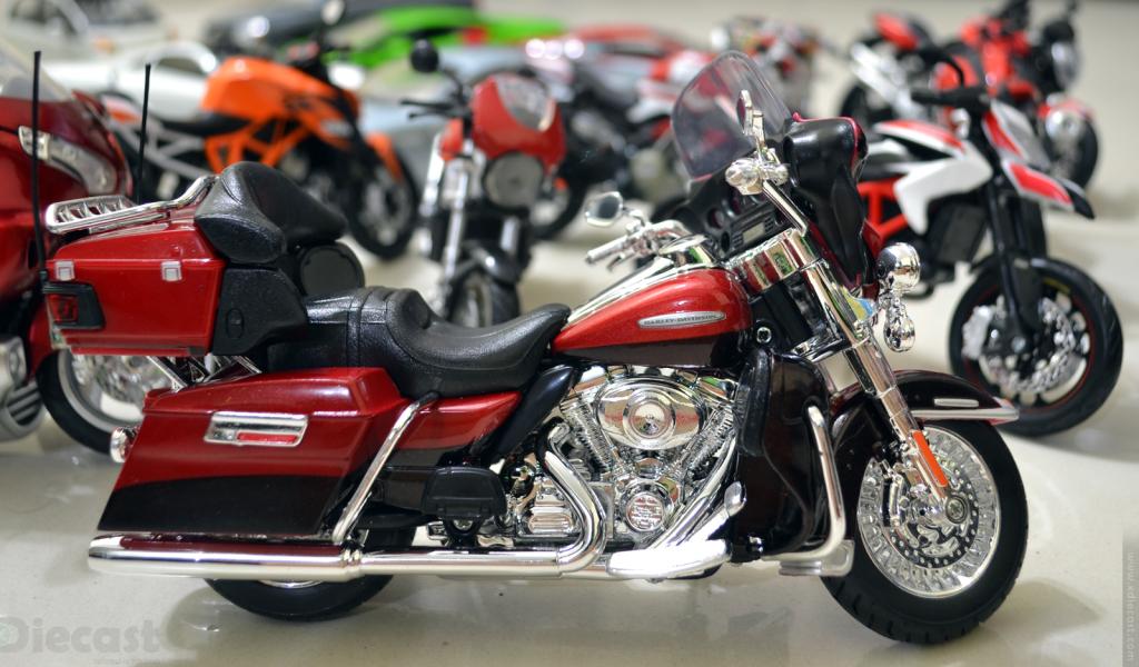 Harley Davidson FLHTK Elextra Glide 2013 - Maisto