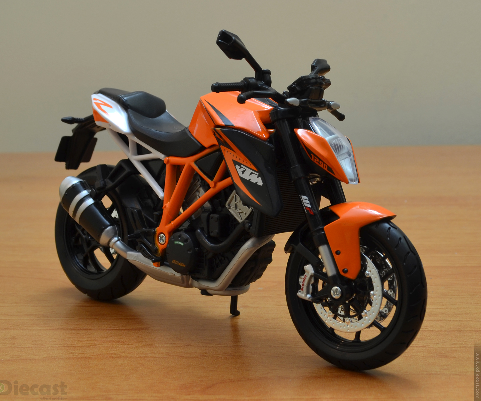 maisto 1 12 ktm super duke 1290 r unboxed xdiecast. Black Bedroom Furniture Sets. Home Design Ideas