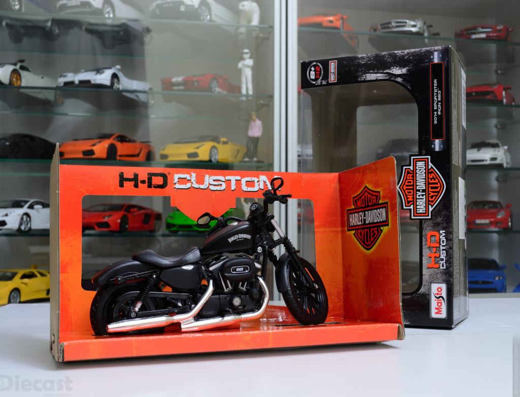 Maisto 1:12 Harley Davidson Iron 883 - Unboxed