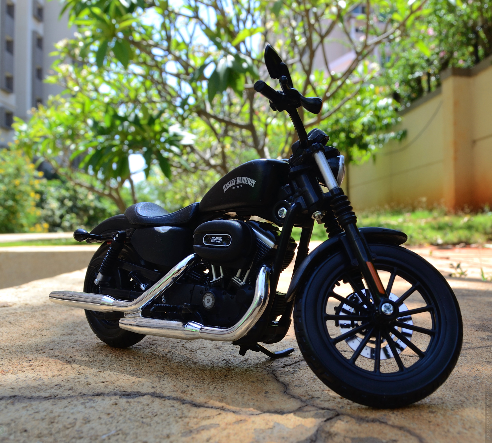 maisto harley davidson sportster iron 883 2014 diecast motorcycle review xdiecast. Black Bedroom Furniture Sets. Home Design Ideas