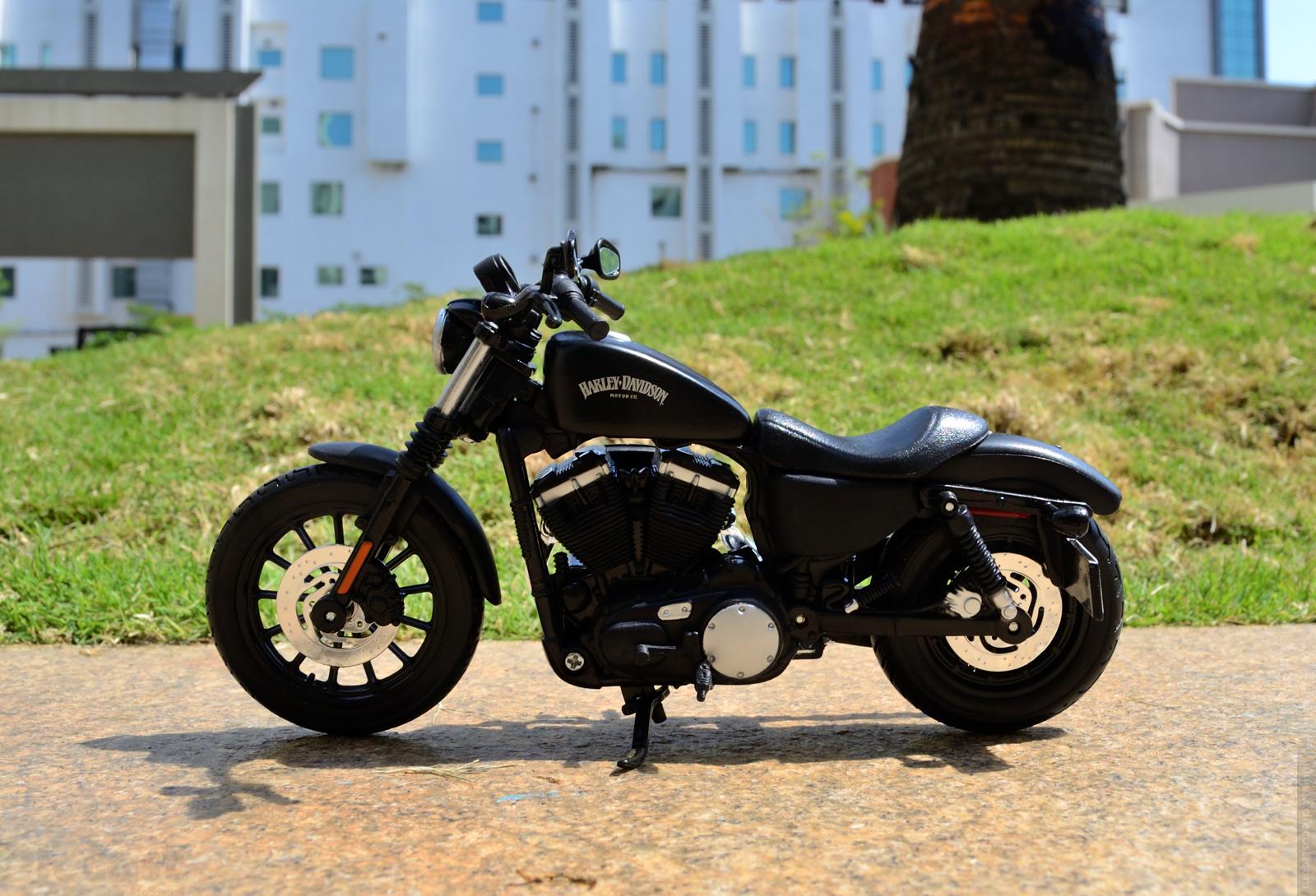 Maisto Harley Davidson Sportster Iron 883 2014 - Stance