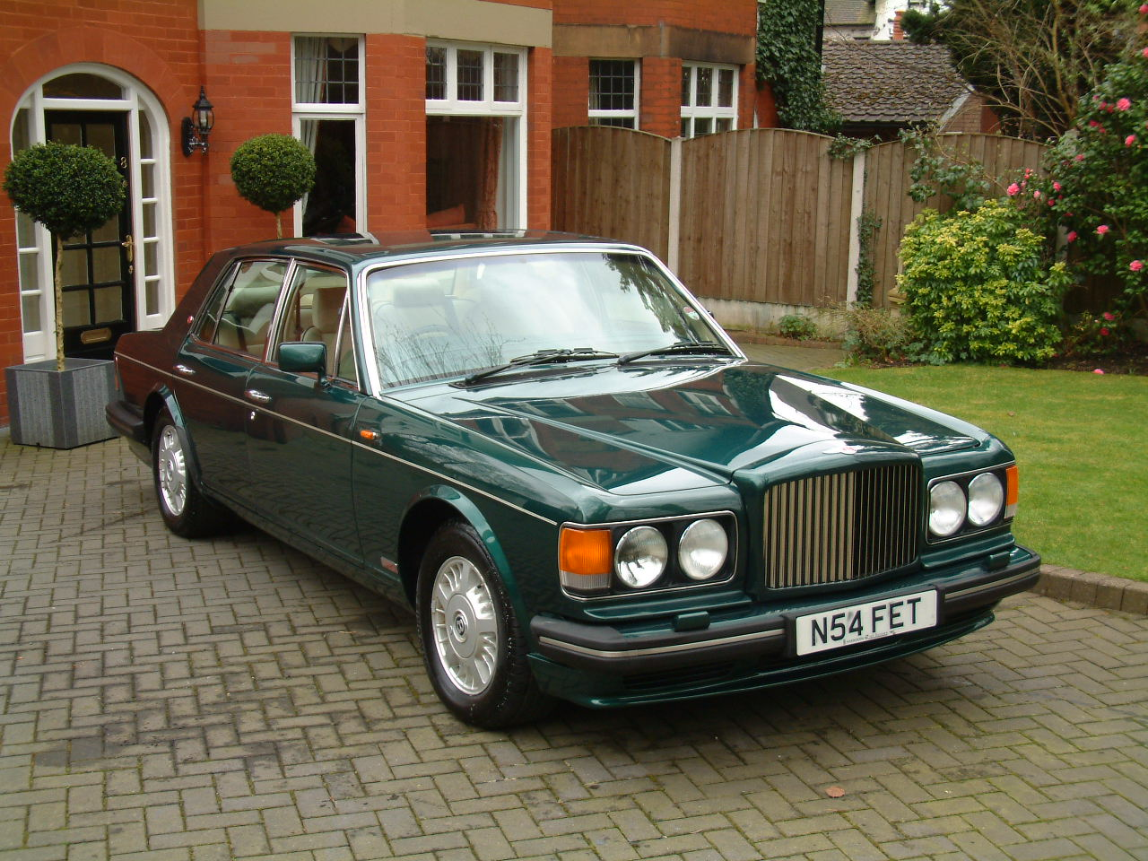 Gt spirit models to introduce 1995 bentley turbo r by july preorders open xdiecast