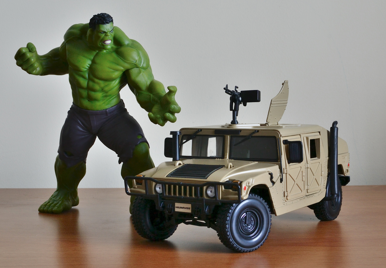 Crazy Toys Avengers - Age of Ultron Hulk Figure vs Hummer