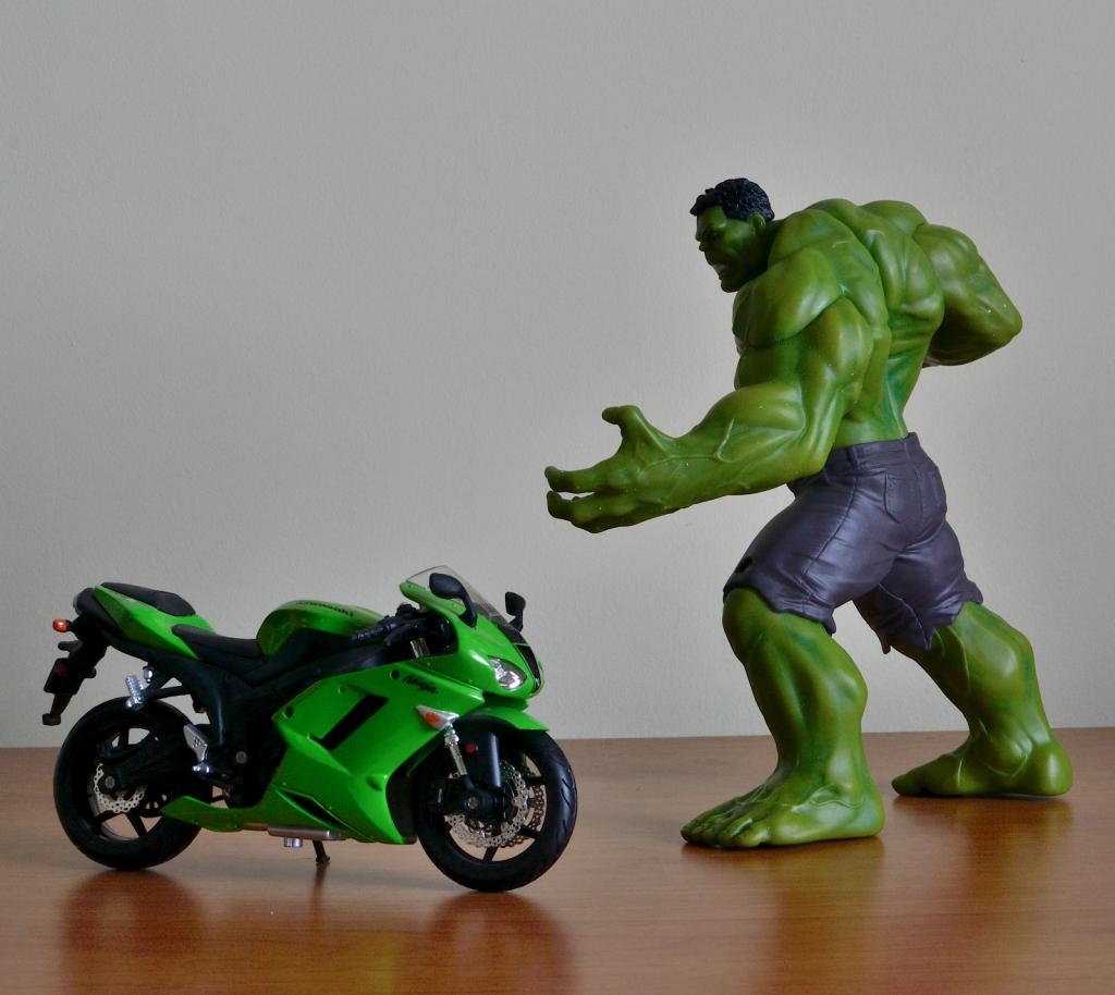 Crazy Toys Avengers - Age of Ultron Hulk Figure vs 1:12 Ninja 600