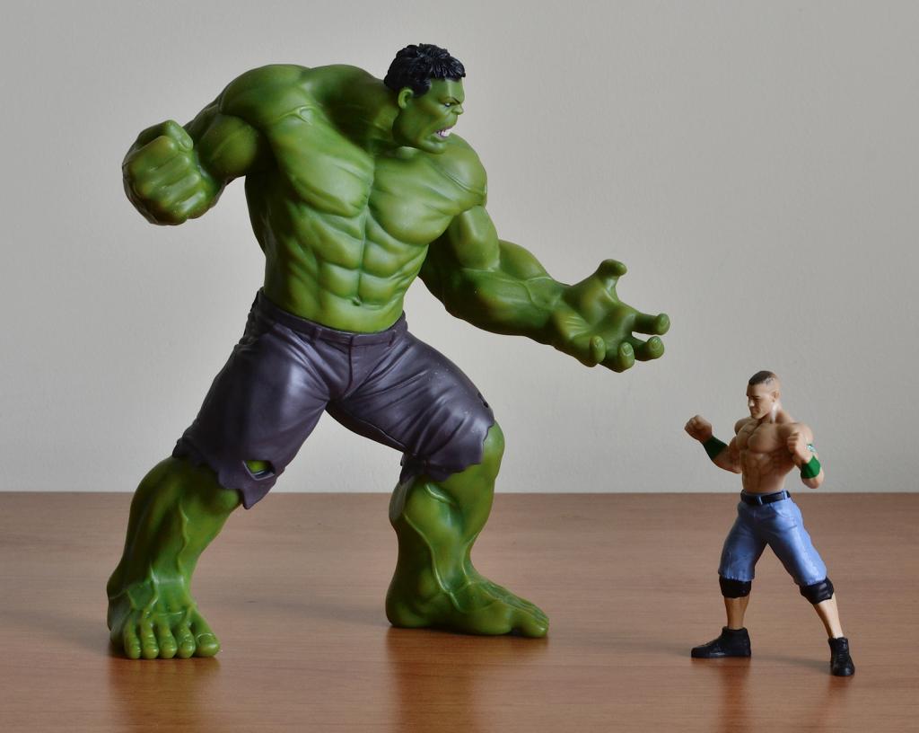 Crazy Toys Avengers - Age of Ultron Hulk Figure vs 1:18 Figurine
