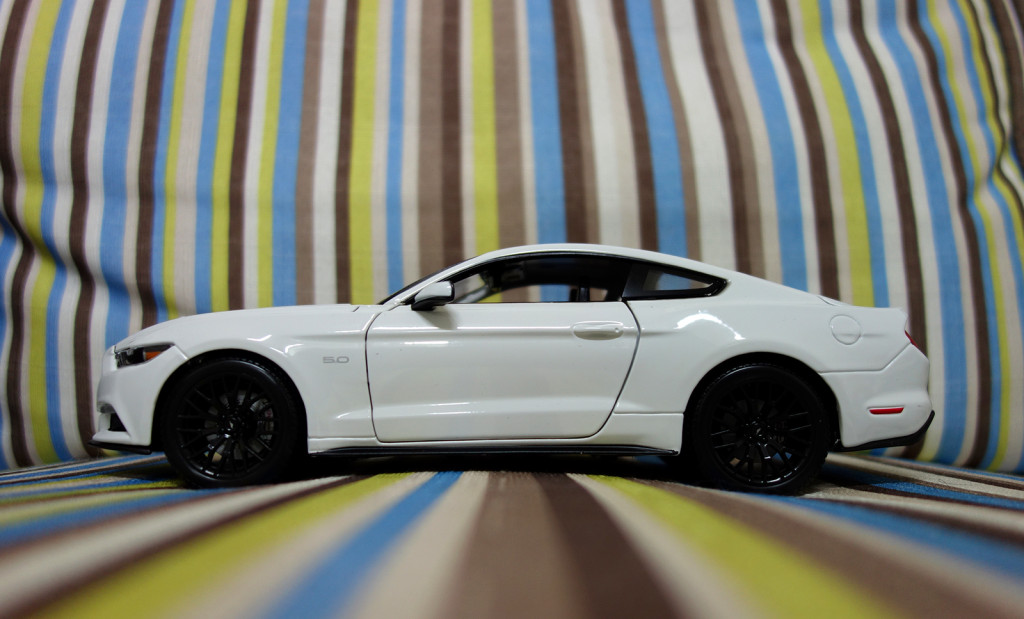 Maisto 1:18 Ford Mustang 2015 - Profile