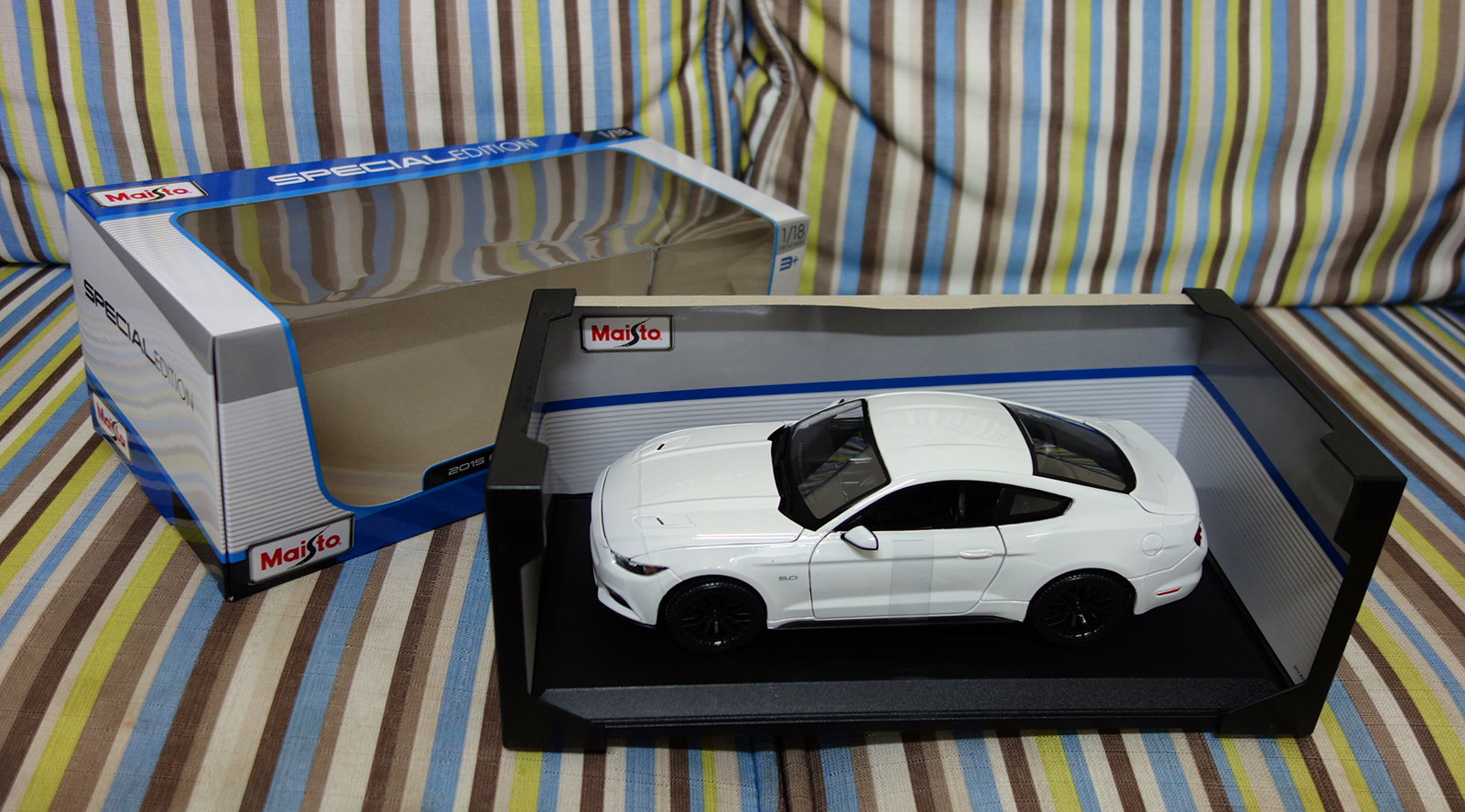 Maisto 1:18 Ford Mustang 2015 - Unboxed