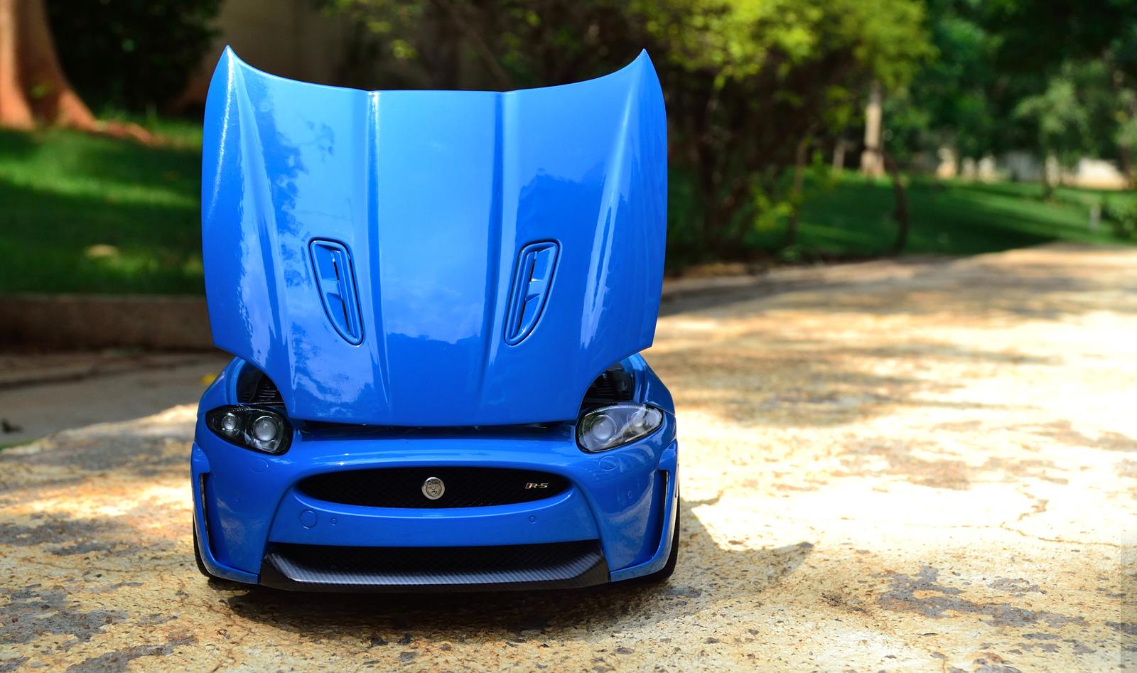 AUTOart Jaguar XKR-S - Open Hood