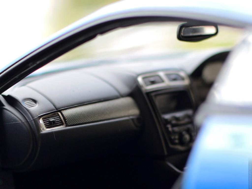AUTOart Jaguar XKR-S - Interior Carbon Fiber Details