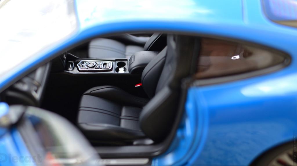 AUTOart Jaguar XKR-S - Cupholders