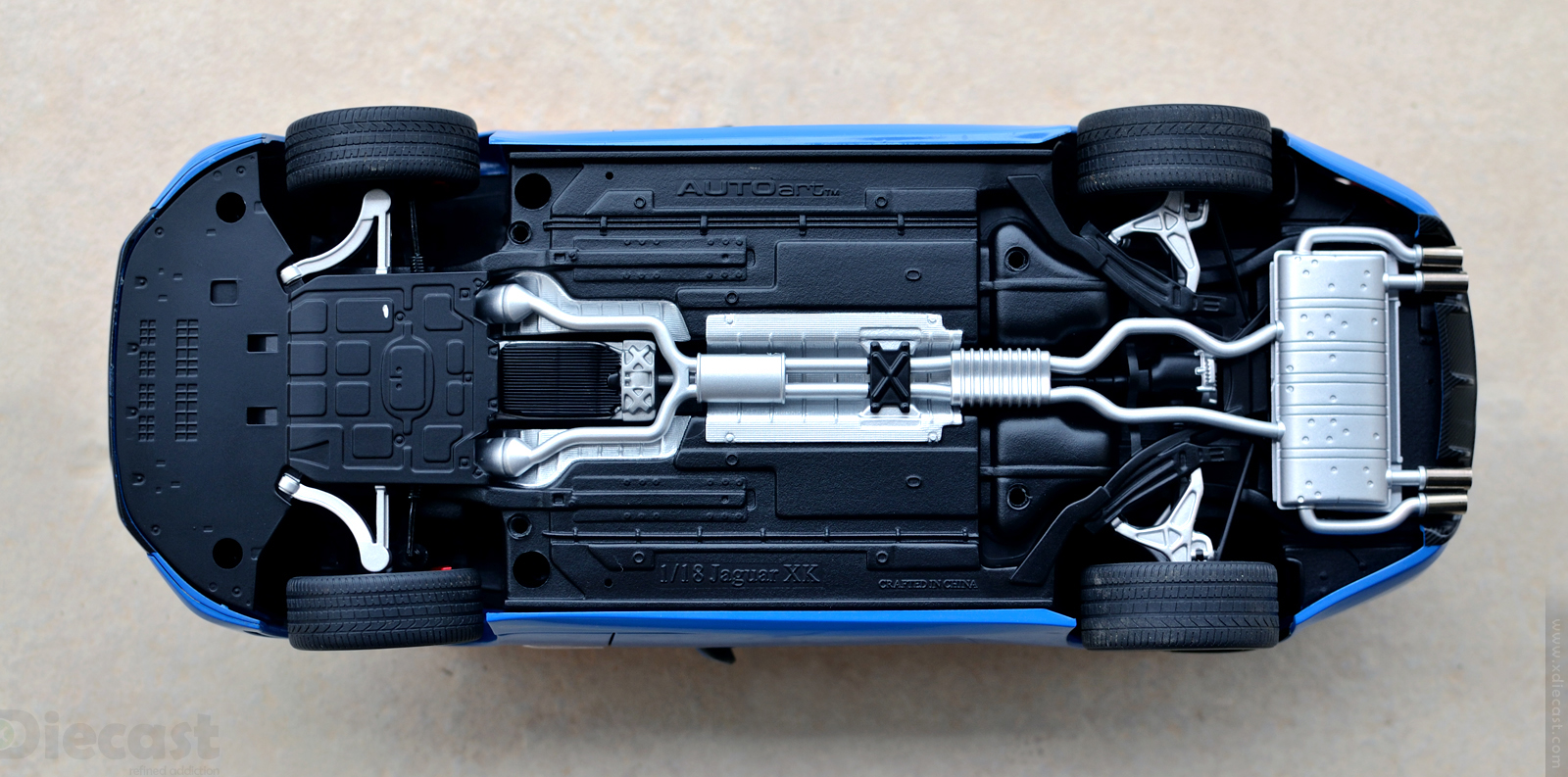 AUTOart Jaguar XKR-S - Underbody