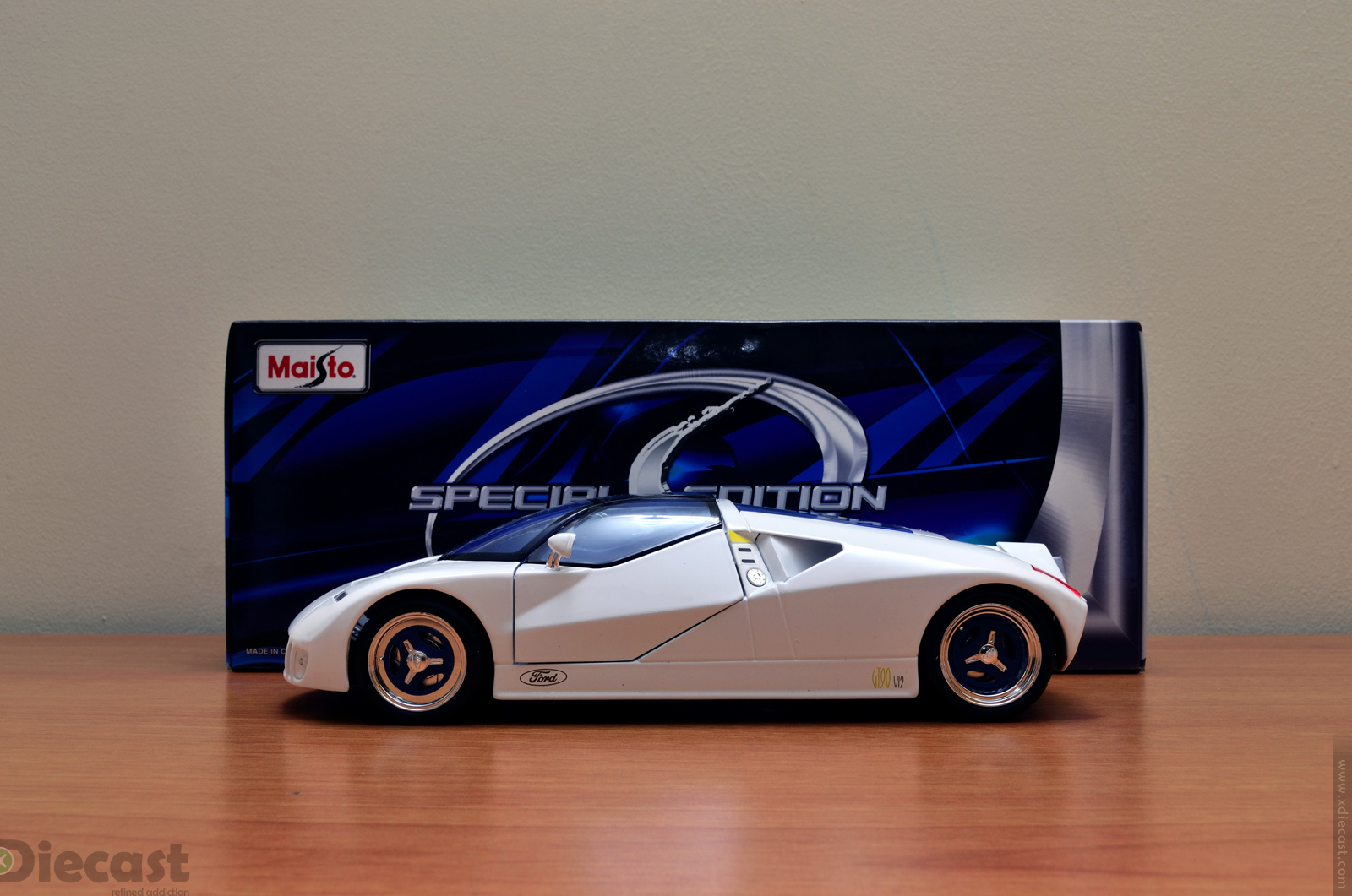 Maisto 1:18 Ford GT90 - Unboxed