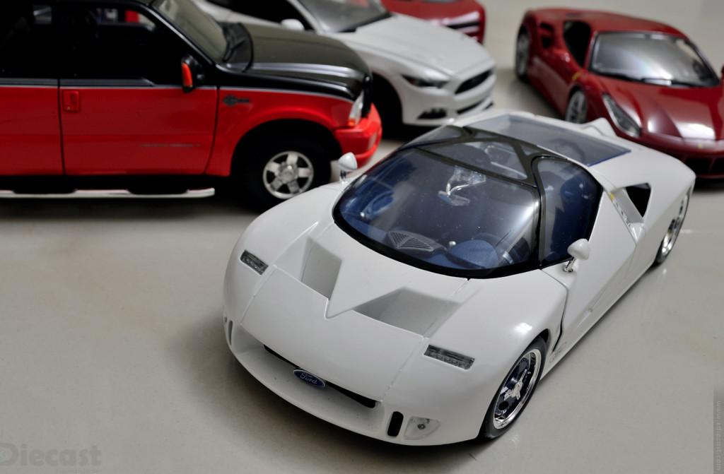Maisto Ford GT90 - 1:18 Diecast Model