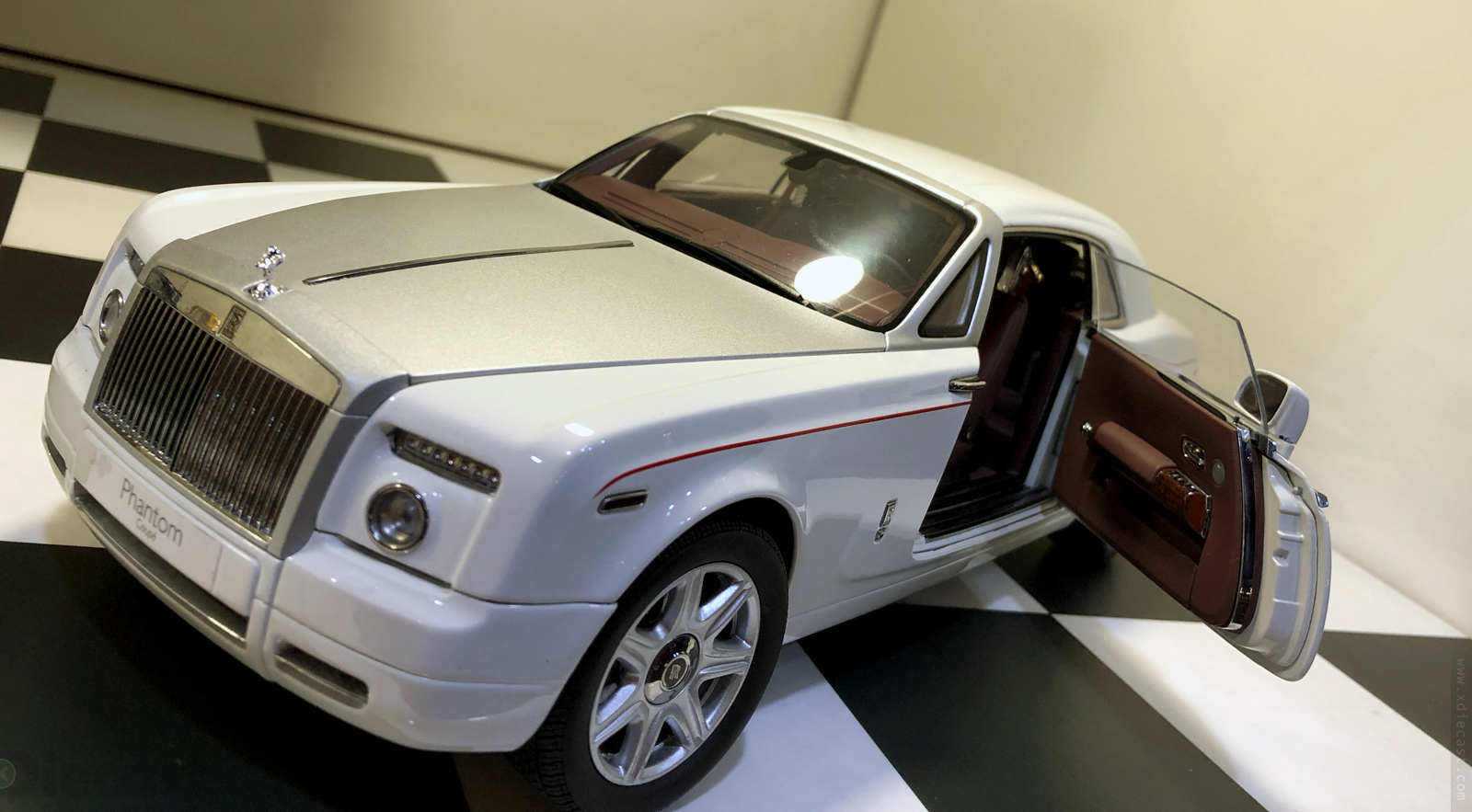 Kyosho Diecast Rolls Royce Phantom Coupe 1 18 English White Color Cars Trucks Vans Contemporary Manufacture