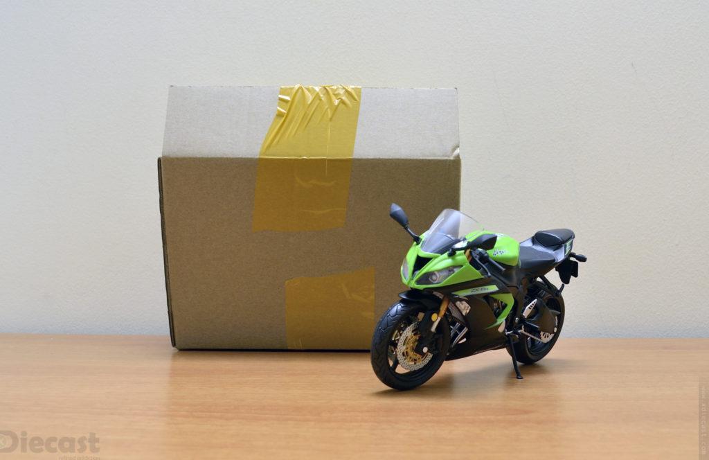 Automaxx 1:12 Kawasaki Ninja ZX6R - Unboxed