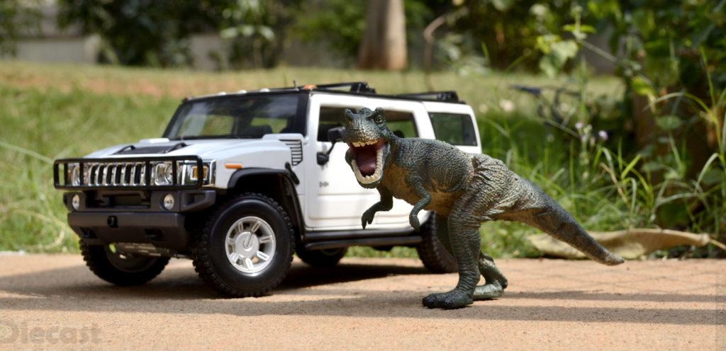 Velociraptor vs Hummer H2