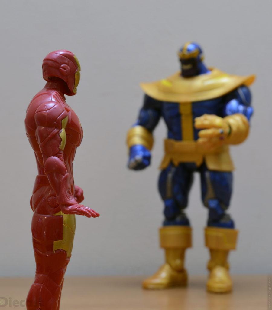Marvel Legends Series Thanos vs Ironman Figurine Fight