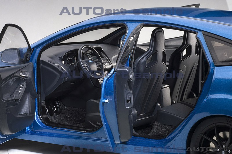 AUTOart 1:18 Ford Focus RS Nitrous Blue - Interior