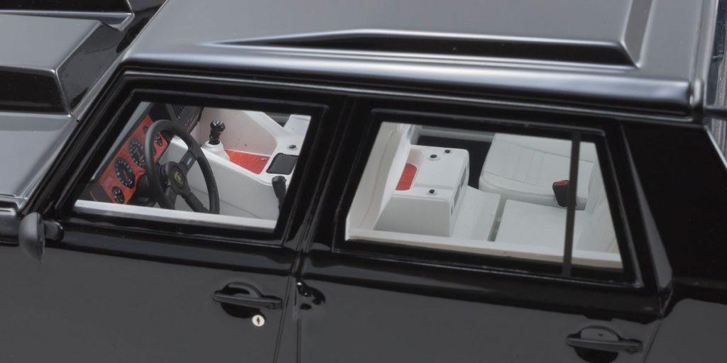 Kyosho 1:18 Lamborghini LM002 - Interior