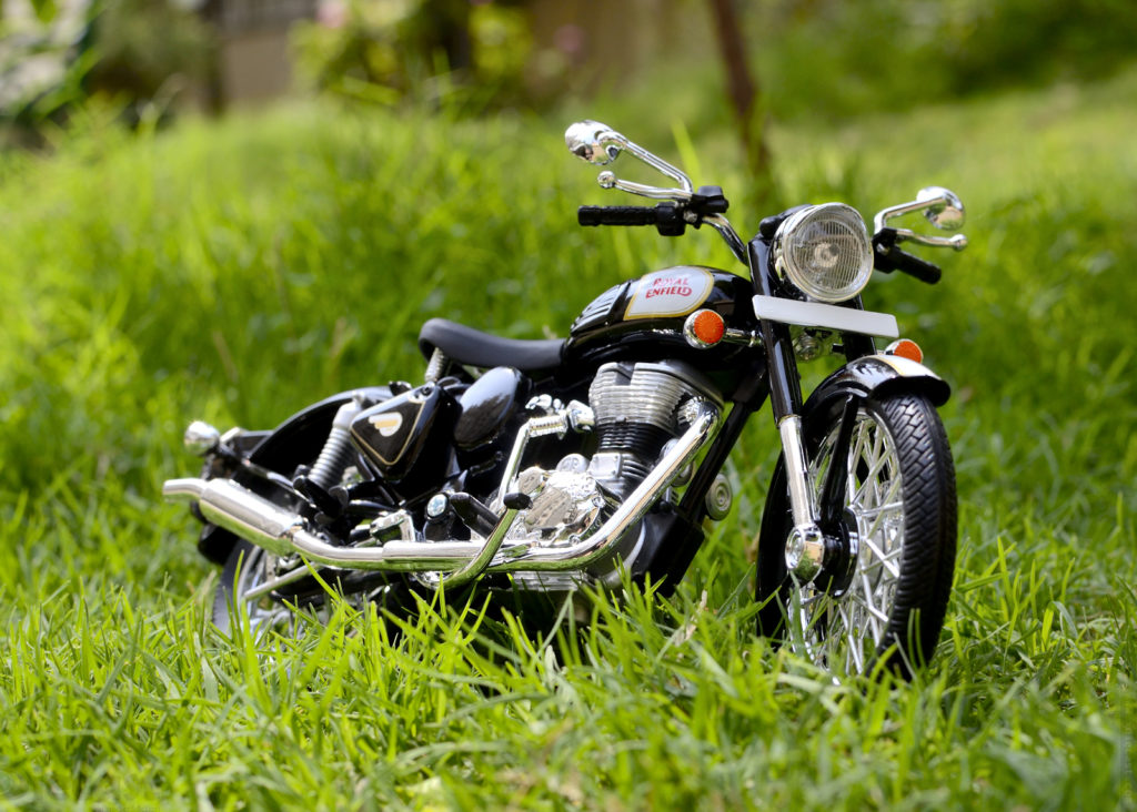 Maisto 1:12 Royal Enfield Classic 500 Diecast Bike Photoshoot