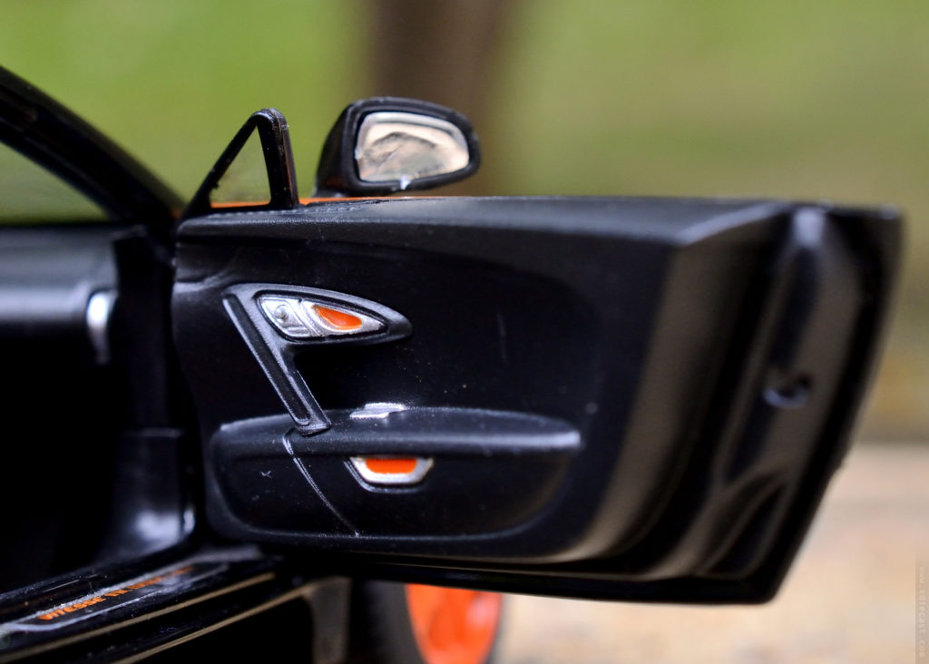 Rastar Bugatti Veyron Grand Sport Vitesse - Rear View Mirror