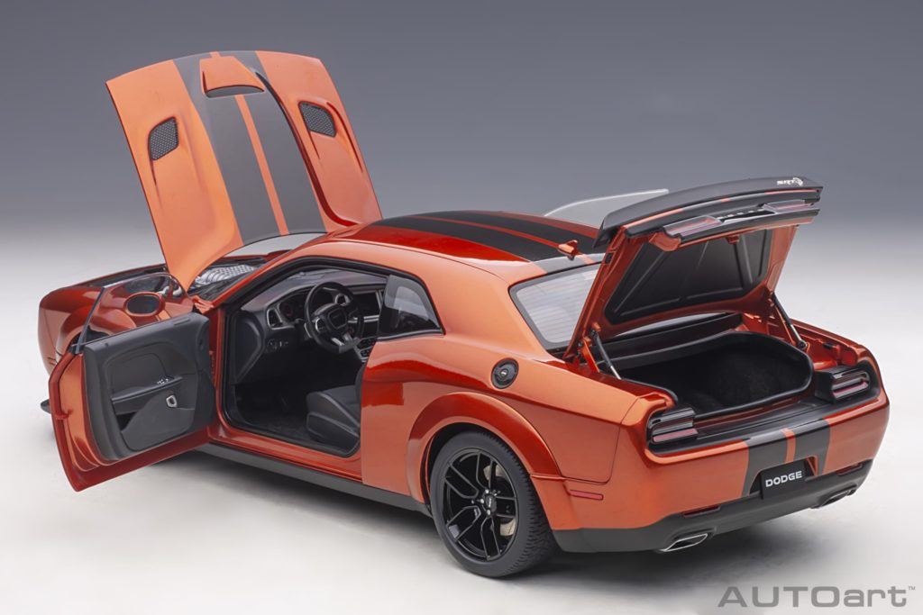AUTOart 1:18 Dodge Challenger SRT Hellcat Widebody 2018 - Doors