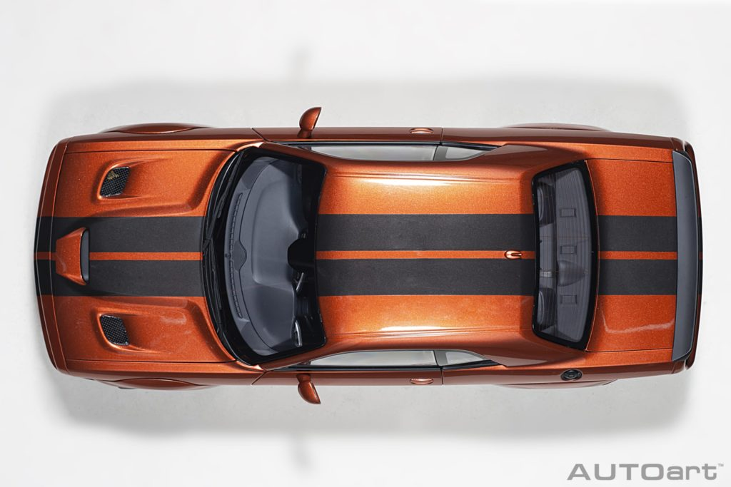AUTOart 1:18 Dodge Challenger SRT Hellcat Widebody 2018 - Top View