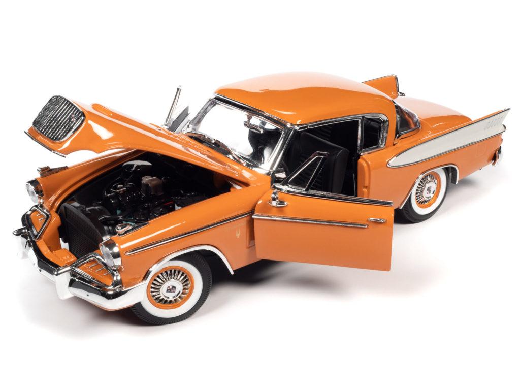 Auto World 1:18 scale 1957 Studebaker Golden Hawk - Features