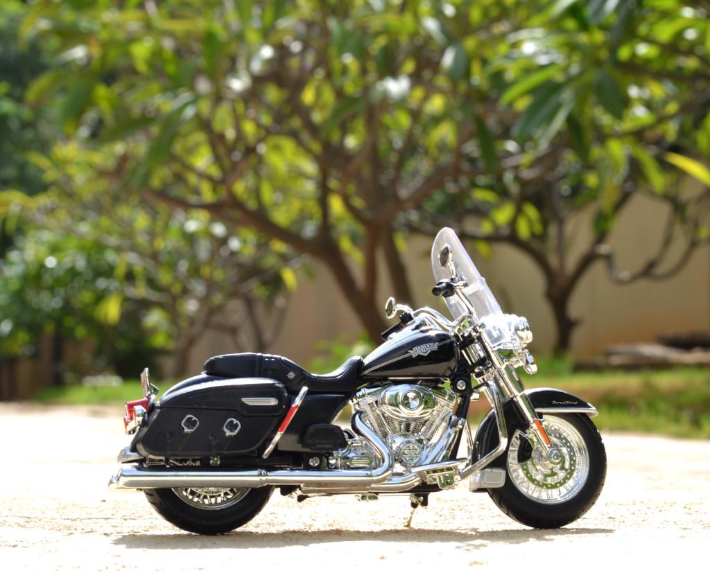 Harley-Davidson 2013 FLHRC Road King Classic – Maisto
