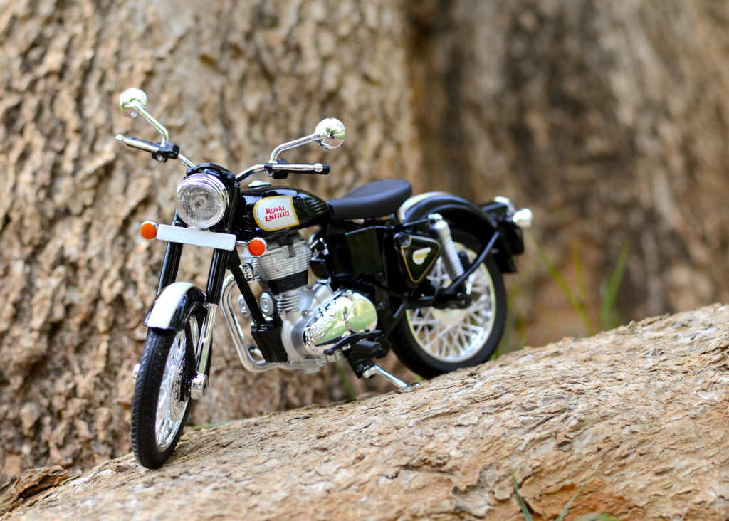 Maisto Royal Enfied Classic 500 – Outdoor Toy Photography